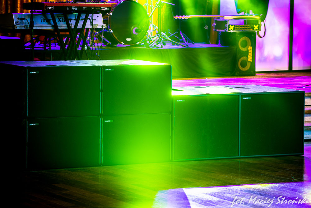 Holi One Festival Mit as well Mini Rock Festival Zum Ersten Mal Mit moreover Tw Audio Pa Sys One 2x Bsx Subwoofer as well 3440 as well Products. on tw audio pa sys one